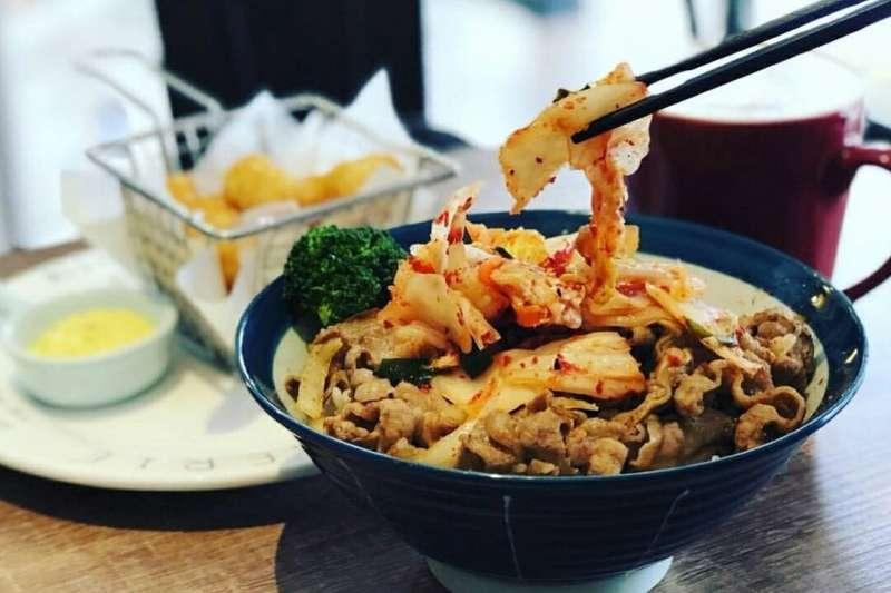 世新大學附近的早餐店,到了中午便會搖身一變成為簡餐店(圖/Instagram:@alwaysbetter1719)