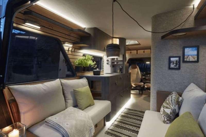 德國露營品牌Hymer推出的概念露營車完全就是一個會行走的小巧豪宅。(圖/瘋設計)