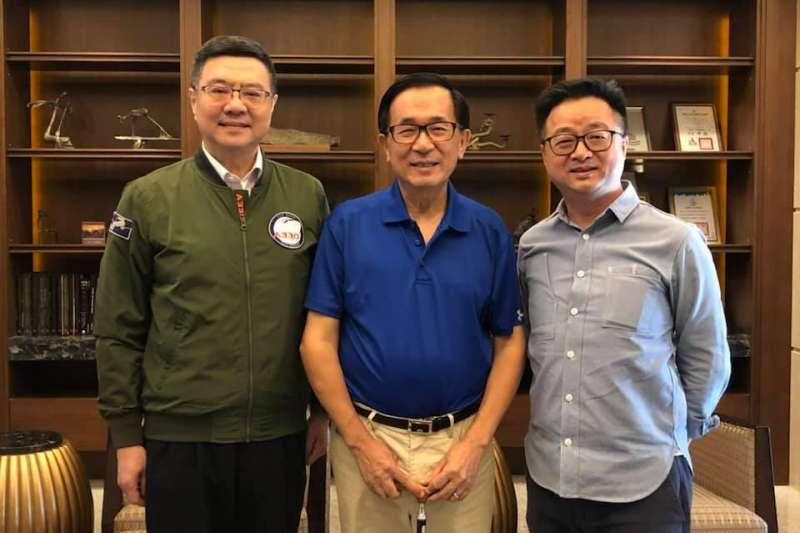 民進黨主席卓榮泰(左)、秘書長羅文嘉(右)20日下午南下高雄拜訪前總統陳水扁(中)。(取自陳致中臉書)
