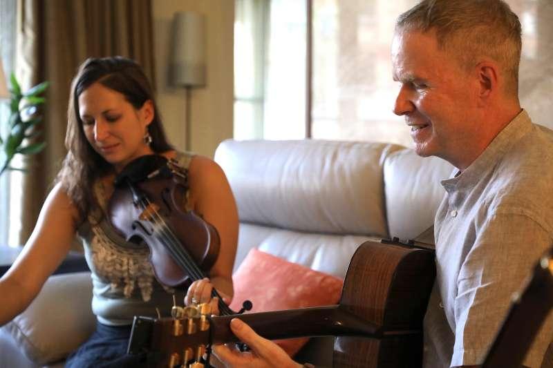 加拿大馬孟凱(右)參加第17屆流浪之歌音樂節(第17屆流浪之歌音樂節提供)