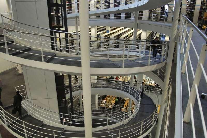 20190920-倫敦政經學院圖書館內部。(資料照,取自維基百科)