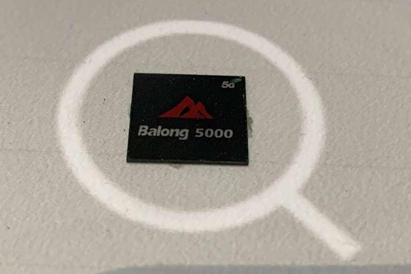 華為的5G終端通訊晶片Balong 5000。(美聯社)