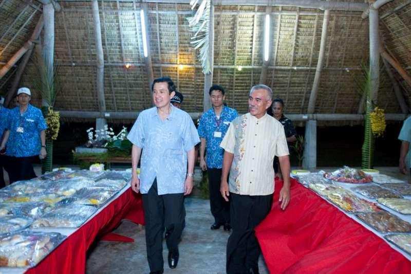 2010年3月22日,馬英九總統抵達吉里巴斯共和國,會晤湯安諾總統(總統府)