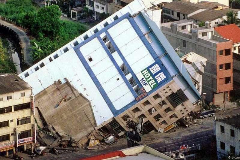 1999年台灣大地震造成了2415人死亡。(德國之聲)