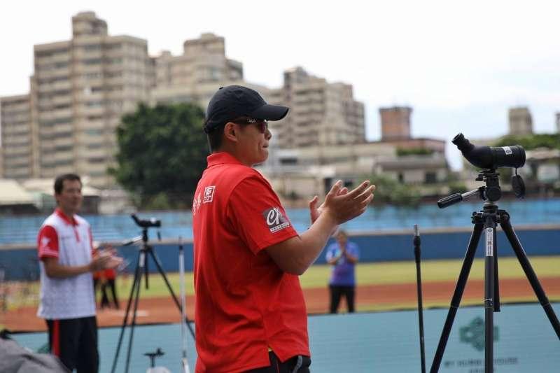 前奧運國手袁叔琪現在是寒舍集團射箭隊教練。(台中銀行提供)