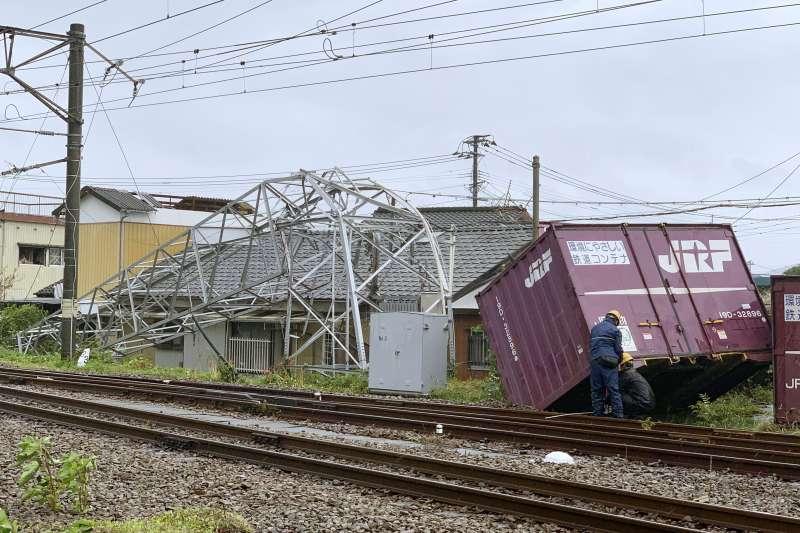 2019年9月22日,颱風「塔巴」侵襲日本西南部(AP)