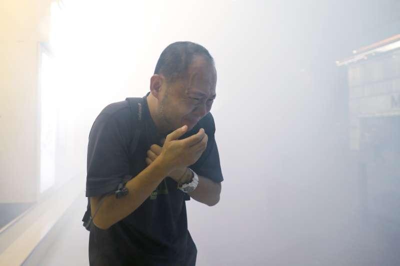 香港市民數個月以來遭警方以無數煙霧彈壓制。(美聯社)