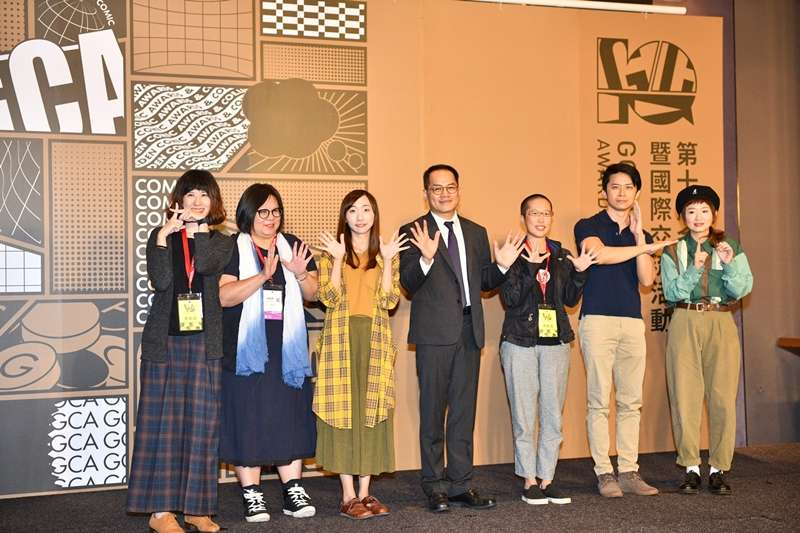 文化部次長彭俊亨(左四)與本屆金漫獎入圍者合照。(文化部提供)