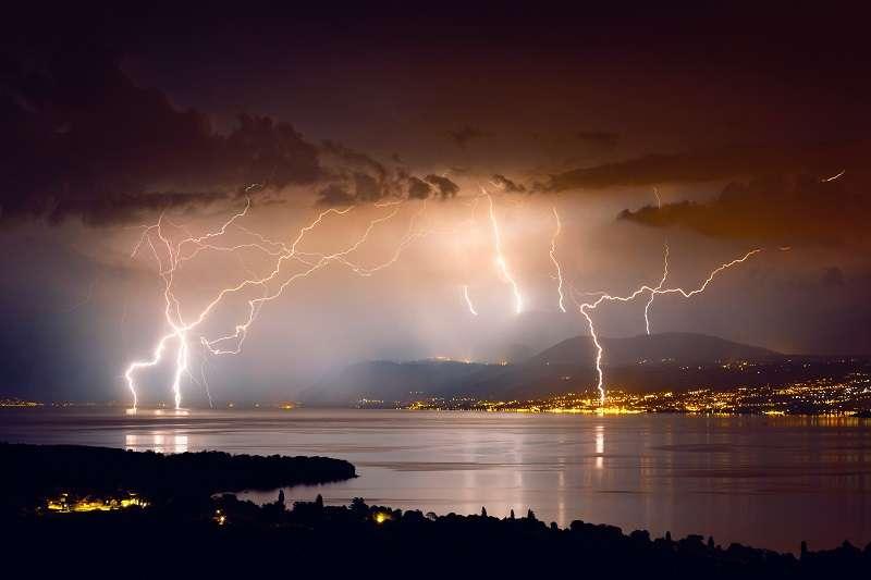 積雨雲的出現常會造成短時強降雨,並伴有大風、雷暴等天氣狀況。(圖/unsplash)