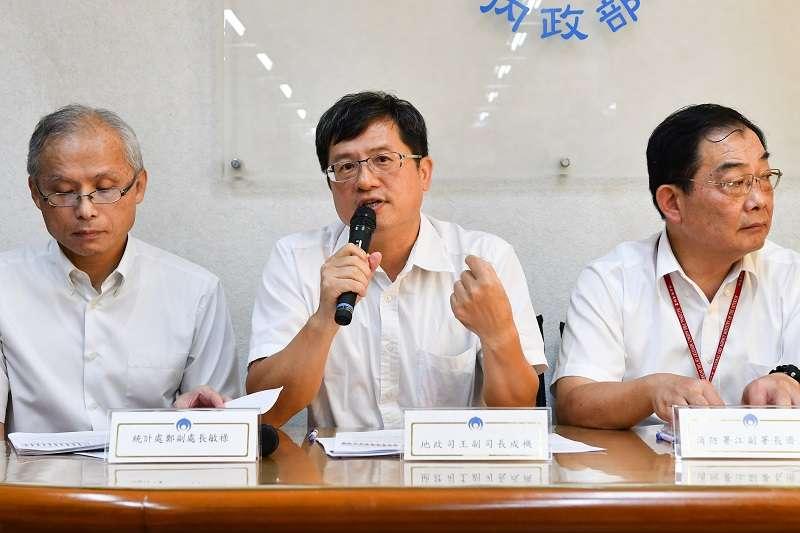 20190924-內政部地政司副司長王成機(中)。(資料照,取自內政部網站)