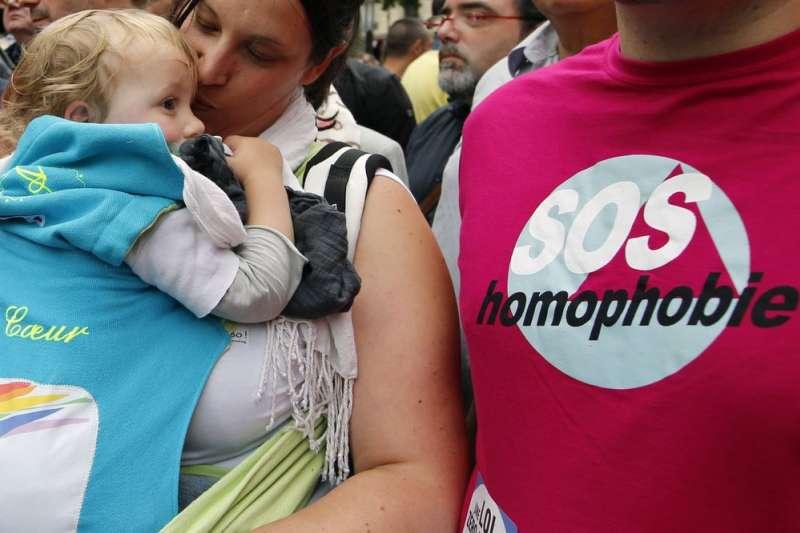 法國國會擬修改人工生殖法,無論是單身女性、女同性戀伴侶等皆可接受人工受精。(AP)