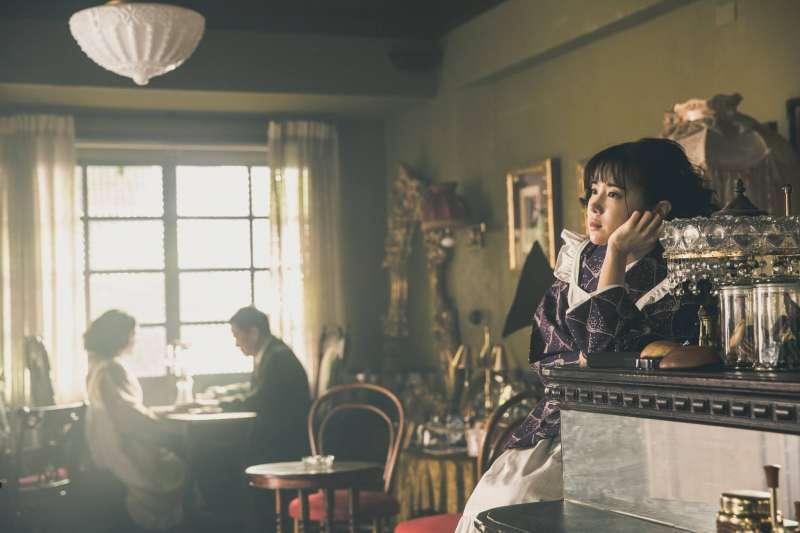 以珈琲店和女給為主要背景的《北城百畫帖》真人版電影正在進行中(圖/北城百畫帖 @facebook)