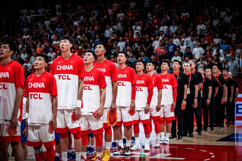 中國男籃在姚明的改革下確實不斷在進步,但違反市場機制的商業體系會成為進步的最大障礙。 (圖片取自FIBA官網)