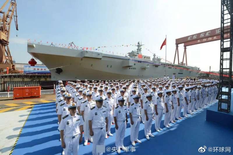 2019年9月25日,中國海軍在上海舉行「075型兩棲攻擊艦」下水儀式。(微博)