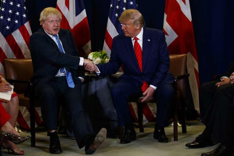 美國總統川普與英國首相強森。(資料照,美聯社)