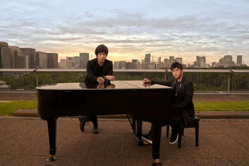 周杰倫(右)的新歌〈說好不哭〉,創下中國騰訊平台線上單曲銷售額最高的紀錄。(翻攝自周杰倫Jay Chou臉書)