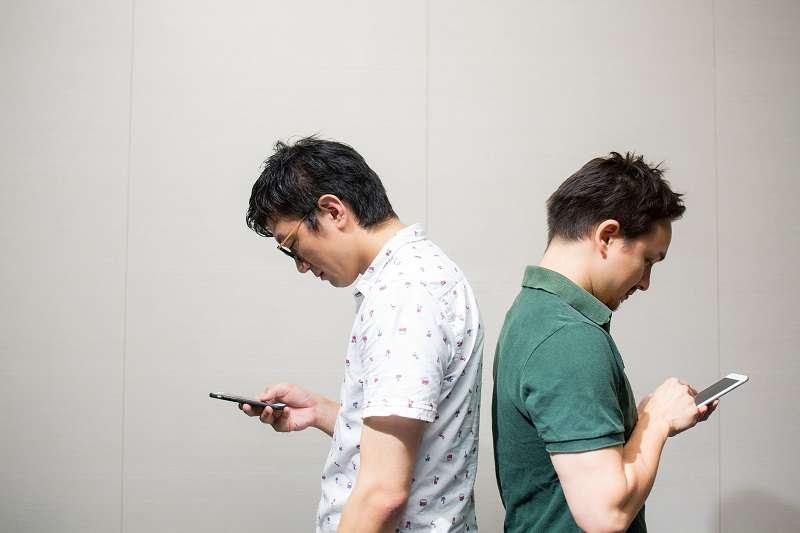 由於預設了立場而缺乏良好的溝通,將會導致人際關係逐漸崩壞。(圖/pukutaso)