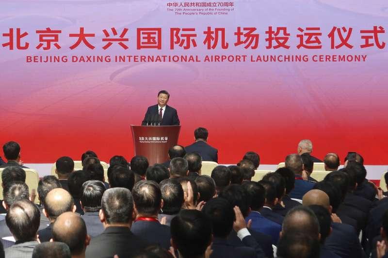 號稱「全球規模最大」的北京大興國際機場,25日上午由中國國家主席習近平宣布正式啟用。(美聯社)