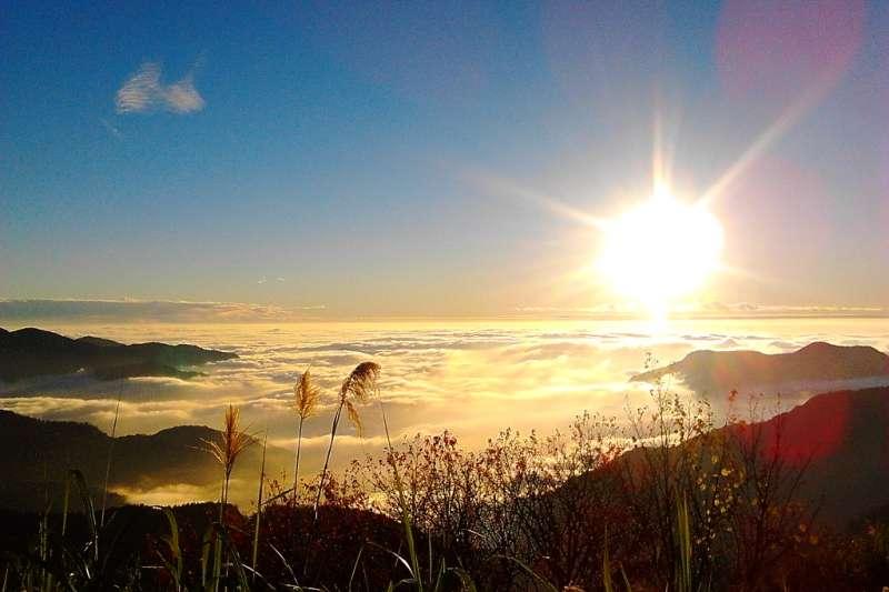 阿里山的日出雲海是貨真價實的景點王!即使改朝換代仍屹立不搖......(圖/Flickr @BeeFly)