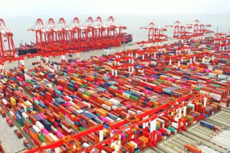 中國的出口正在下跌,特別是對美出口。(BBC中文網)