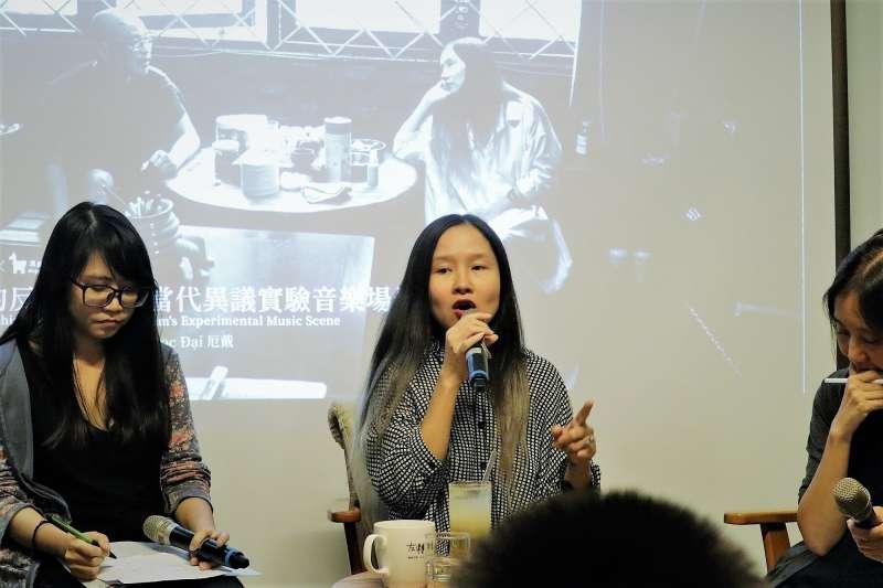 越南異議歌手杜阮玫瑰27日晚間出席台北「流浪之歌音樂節」論壇,在自由的土地上坦露心聲。(蔡娪嫣攝)