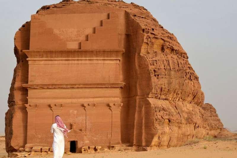 位於沙烏地阿拉伯的瑪甸沙勒(Madain Saleh)的古墓「孤獨城堡」(Qasr al-Farid)被聯合國教科文組織列入世界文明遺產名單。(BBC中文網)