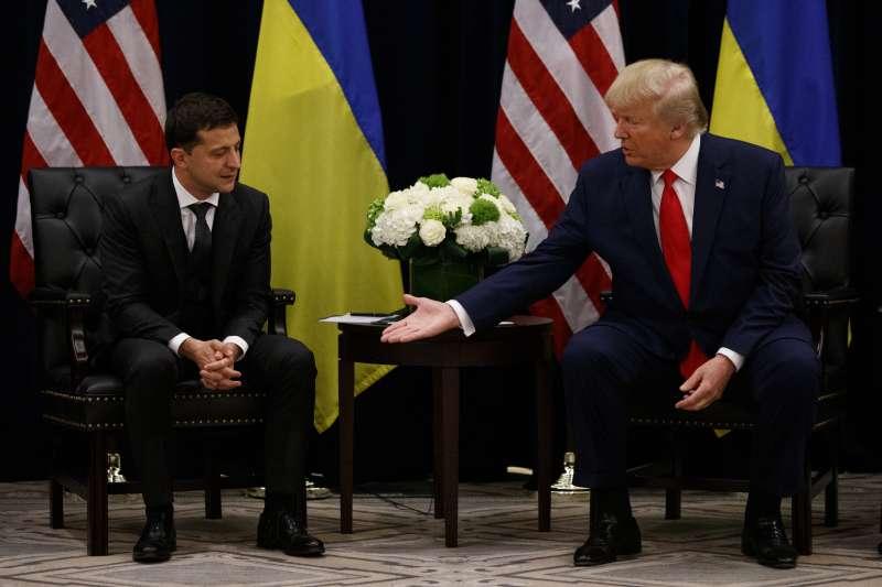 烏克蘭門:出席第74屆聯合國大會活動的美國總統川普與烏克蘭總統哲連斯基會面(AP)