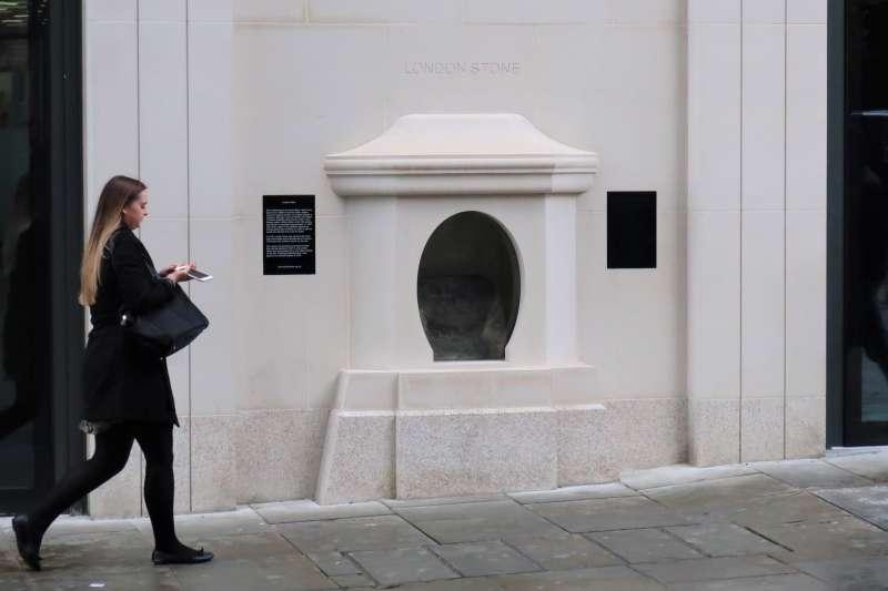 倫敦石(London Stone)(GrindtXX@Wikipedia / CC BY-SA 4.0)