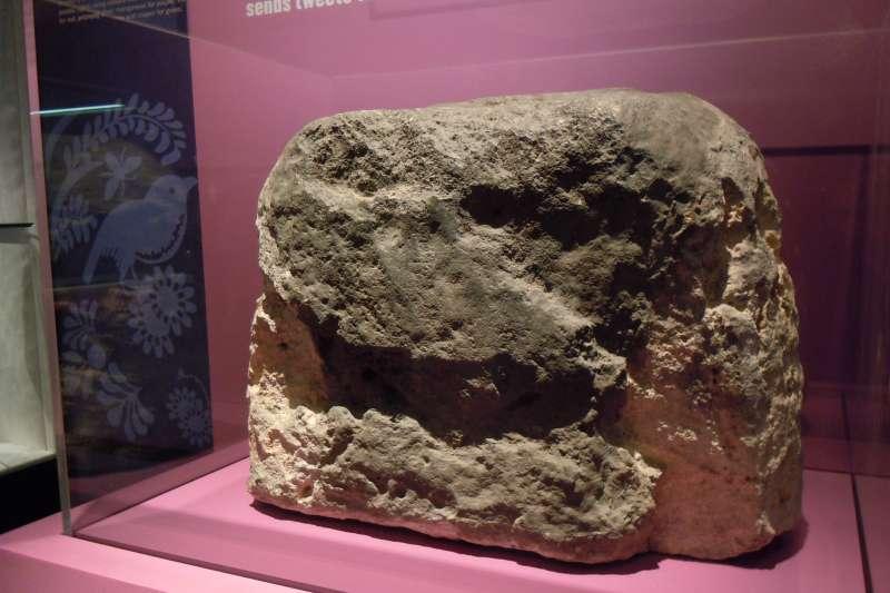倫敦石(London Stone)(Lord Belbury@Wikipedia / CC BY-SA 4.0)