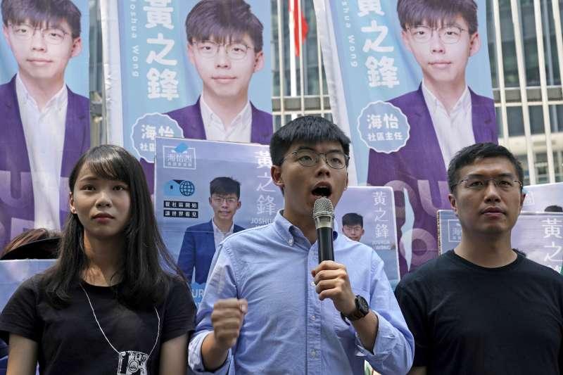 2019年9月28日,香港雨傘運動5周年紀念日,「香港眾志」秘書長黃之鋒(中)宣布投入區議會選舉(AP)