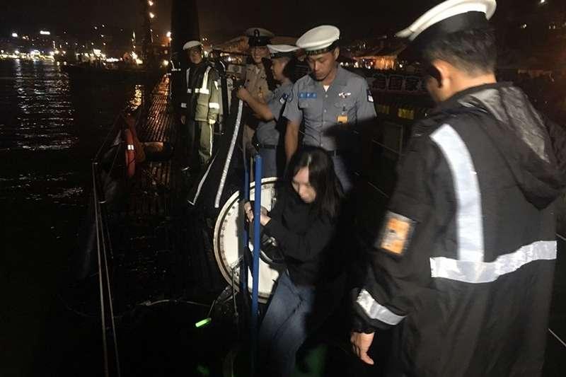海軍昨(28)日在基隆港東、西岸碼頭舉行營區開放活動,最後結束的時間已是深夜23時。(取自海軍艦隊指揮部臉書)