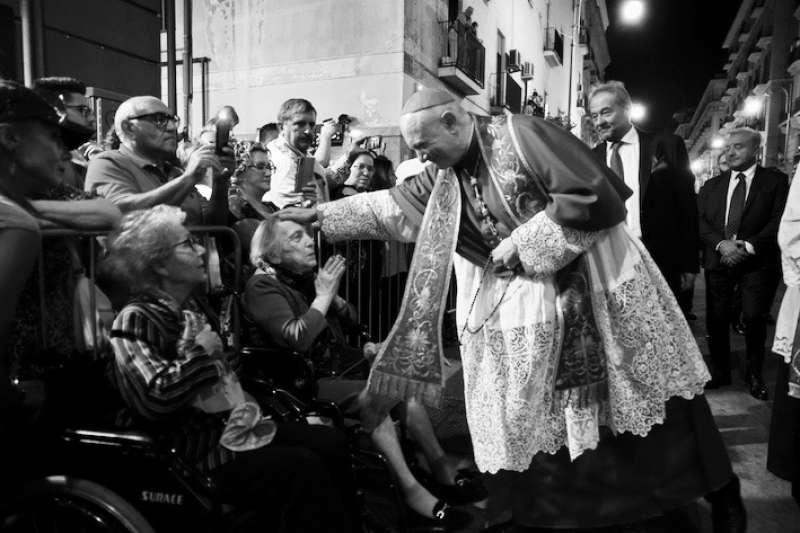 大主教的祝福 (曾廣儀攝)