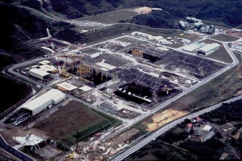 復建後積極趕工的龍門電廠。(王伯輝提供)