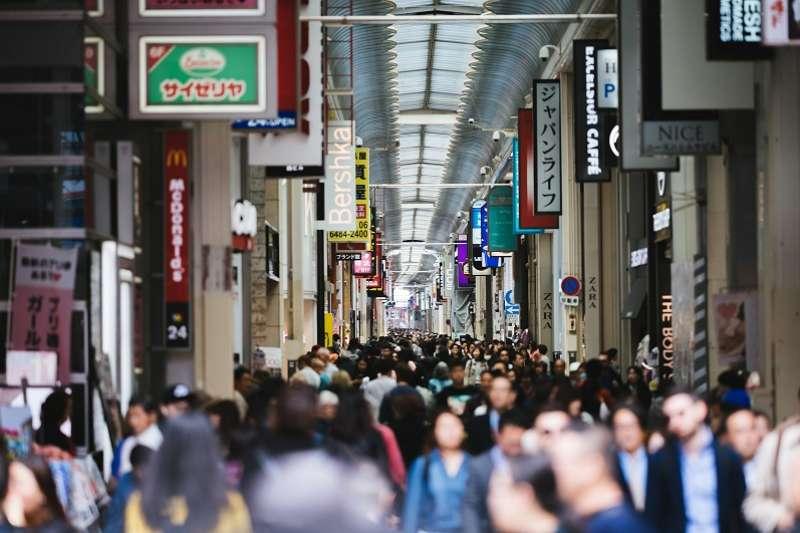 日本消費稅率今天開始由8%調漲至10%,但首度實施減輕稅率制,部分商品不漲稅。(圖/pakutaso)