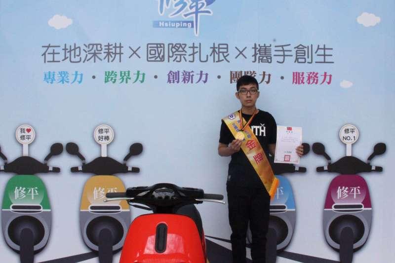 修平科大學生林永濬第二次參與全國技能競賽,獲得金牌佳績。(圖/修平科技大學提供)