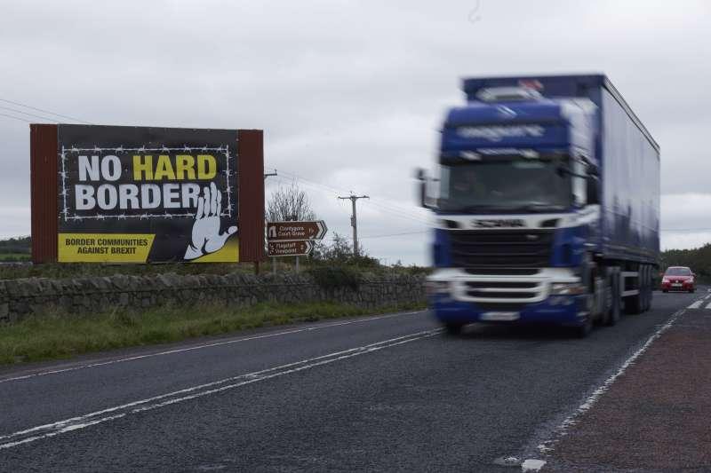 愛爾蘭與北愛爾蘭邊境使否設立「實體邊界」,一直是英國脫歐最大爭點。(AP)