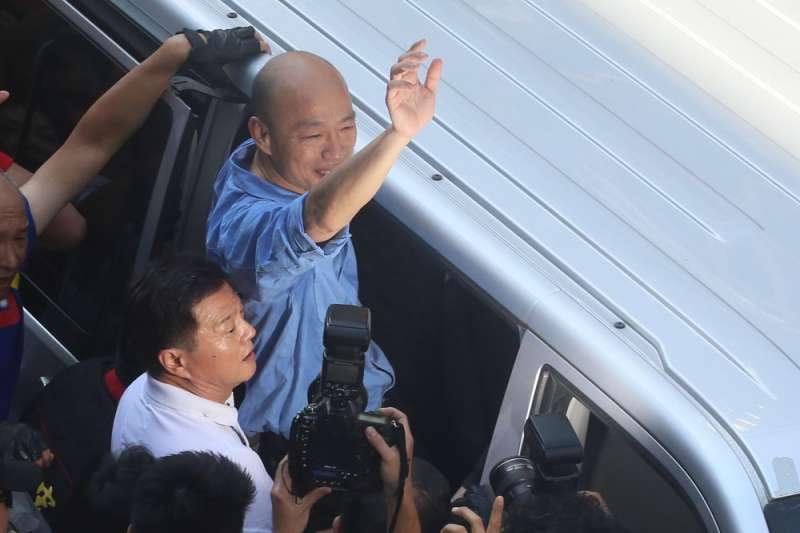 高雄市長韓國瑜(右)的民調如雲霄飛車,四個月就從高點到低點。(柯承惠攝)