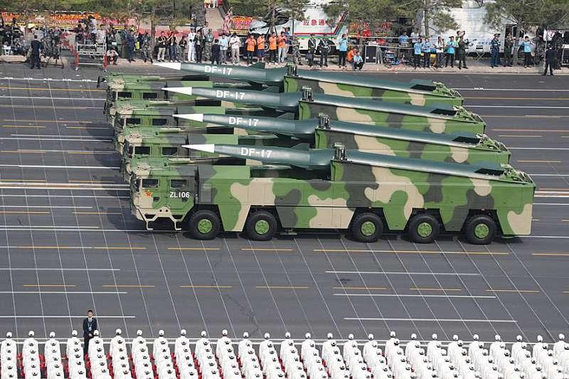 東風-17是是全球首款搭載高超音速彈頭的彈道導彈。(翻攝自China Xinhua News Twitter)