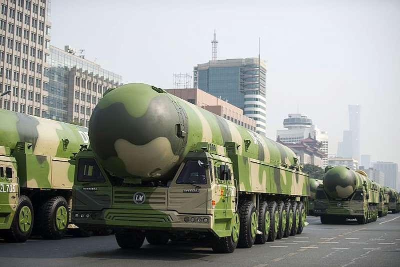 中共一直在研發的東風-41,雖已進行飛行測試並且在正式閱兵中提前展示,但距離列裝服役還需多年研發驗證。(資料照,翻攝自China Xinhua News Twitter)