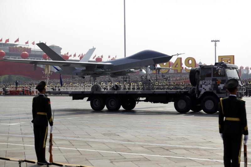 2019十一國慶的天安門大閱兵、解放軍、無人機。(美聯社)