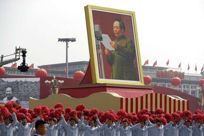 2019十一國慶的天安門大閱兵、毛澤東。(美聯社)