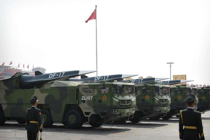 2019中共建政70周年,十一國慶大閱兵,展示東風-17飛彈。(美聯社)