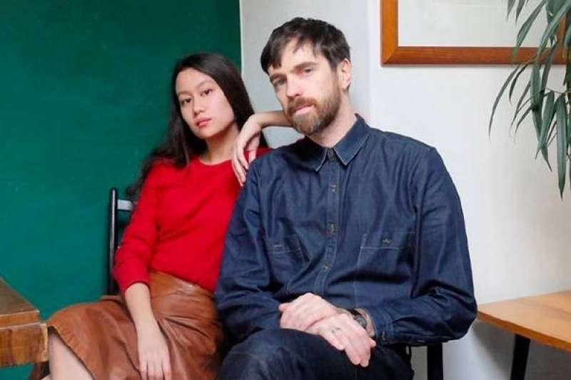 近幾年來,Christophe Lemaire(右)每年都與平價時尚品牌UNIQLO聯名推出系列服飾(圖取自網路)