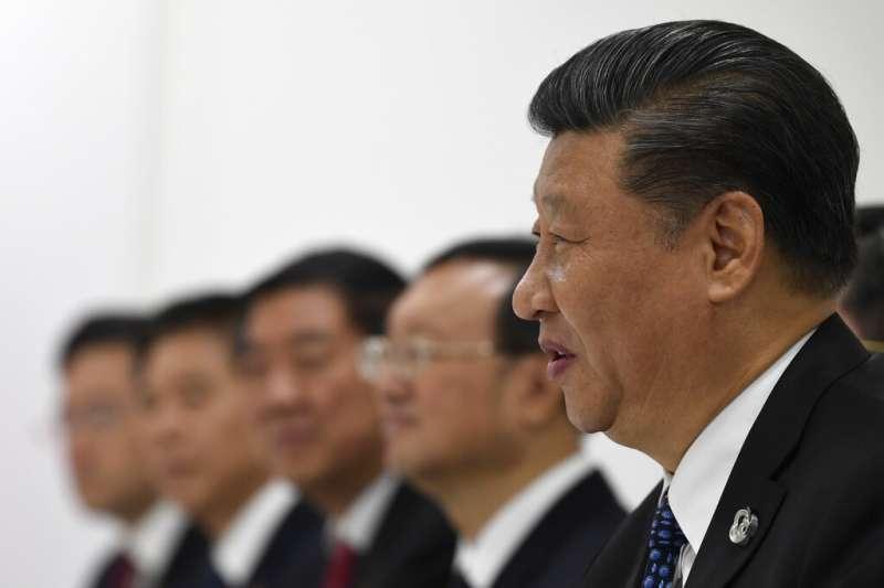 中共十九大四中全會召開,中國經濟趨緩、中美貿易戰和香港反送中,是習近平繞不開的三座大山。(資料照美聯社)