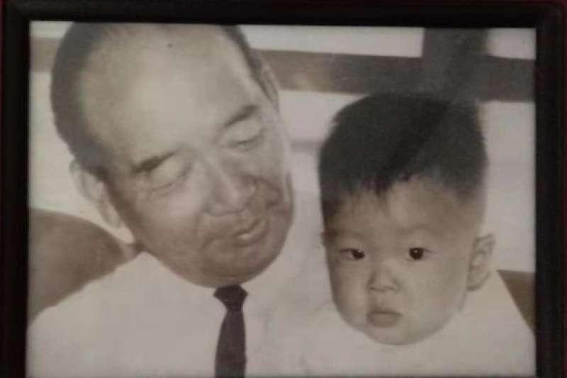 胡敏越與爺爺胡璉。(BBC中文網)