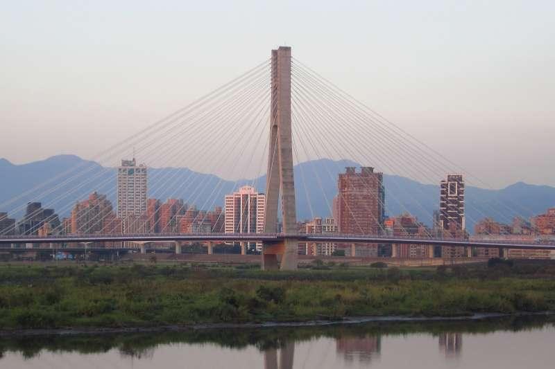 三重新北大橋可通往板橋。(圖/Flickr@Ken Marshall)