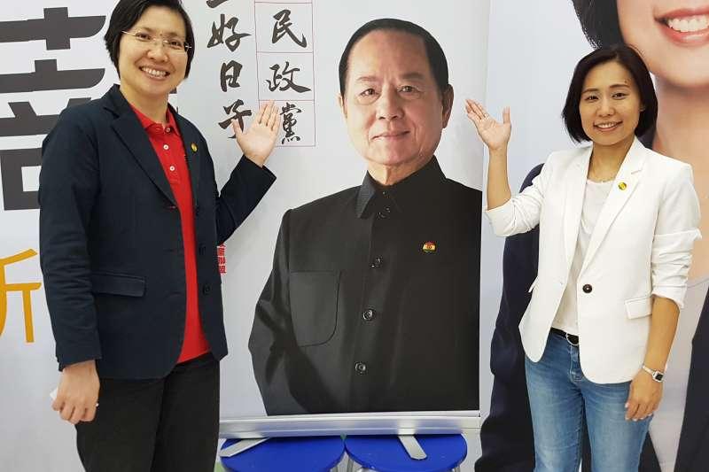 徐欣瑩(左)、廖蓓瑩齊聲呼籲新竹市民,政黨票請支持國會政黨聯盟。(圖/方詠騰攝)