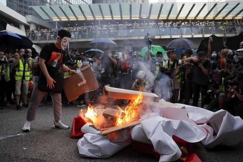 2019年10月4日,香港反送中、反緊急法、反禁蒙面法遊行(AP)