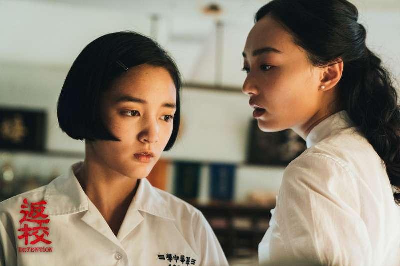 電影《返校》的監製李烈,在新片上映之前接受媒體採訪時就表示,該片一開始就沒想過要在中國上映,一是片中有鬼,二是有師生戀,光是這兩個元素就踩到中國的紅線。(圖取自返校 Detention 電影版臉書)