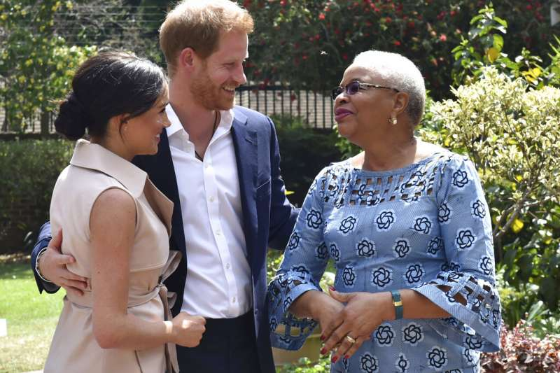 英國哈利王子與梅根王妃近日偕幼子亞契出訪南非。(美聯社)
